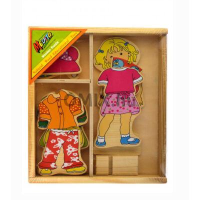 Fa montessori öltöztetős kislány